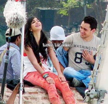 Katrina_Kaif_and_Imran_Khan_shoot_a_scene_near_Taj_Mahal2C_Agra_2011_28329
