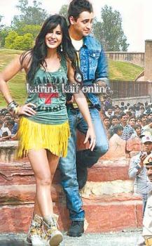 Katrina_Kaif_and_Imran_Khan_shoot_for_Mere_Brother_Ki_Dulhan_at_Agra_Fort_28329
