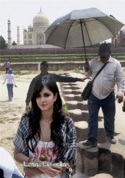 l1_Katrina_Kaif_and_Imran_Khan_shoot_a_scene_near_Taj_Mahal2C_Agra_2011_28129