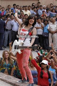 l2_Katrina_Kaif_and_Imran_Khan_shoot_for_Mere_Brother_Ki_Dulhan_at_Agra_Fort_28229