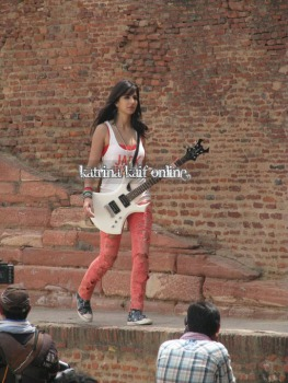 l3_Katrina_Kaif_and_Imran_Khan_shoot_for_Mere_Brother_Ki_Dulhan_at_Agra_Fort
