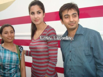 Katrina_Kaif_at_vanity_van_during_Mere_Brother_Ki_Dulhan_Shooting_28429