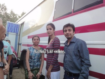 Katrina_Kaif_at_vanity_van_during_Mere_Brother_Ki_Dulhan_Shooting_28529