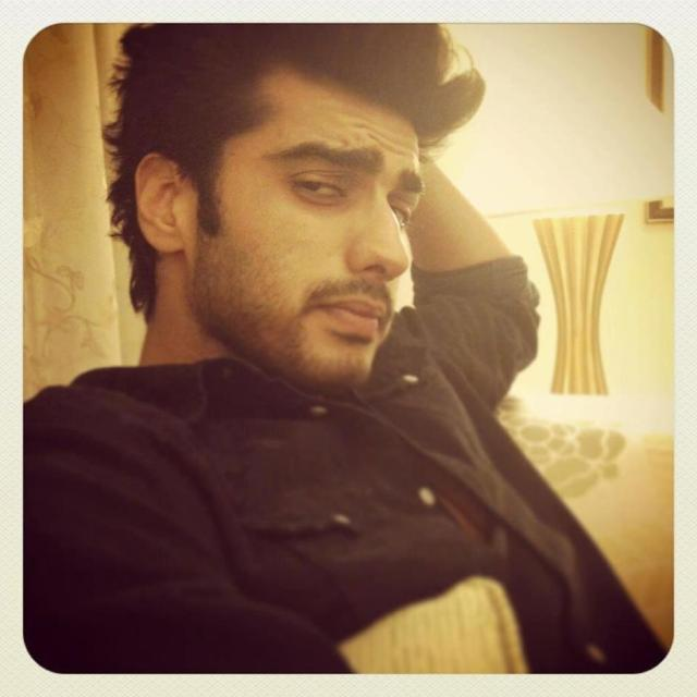 arjun-sleepy-look-photo-clicked-sets-film-gunday