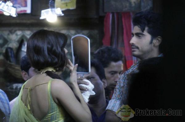 bollywood-actor-arjun-kapoor-watching-his-co-star-48156